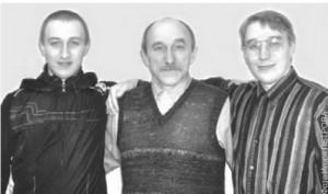 Смирновы из рафинировочного: Владимир Андреевич (в центре) и его сыновья Кирилл (слева) и Роман.